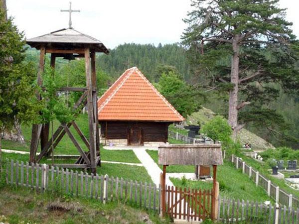 crkva-brvnara-u-dobroselici