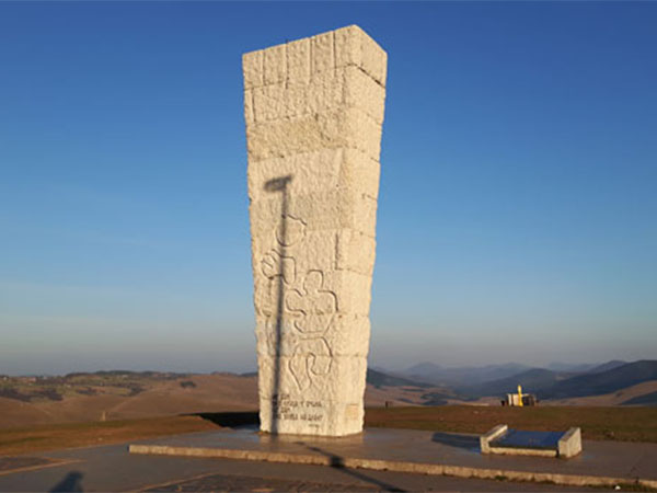 spomenik-na-sumatnom-brdu